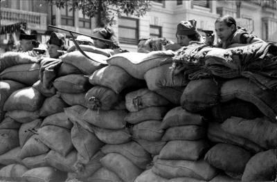 00_milicianas-en-una-trinchera-de-la-calle-colon-en-valencia-el-25-de-julio-de-1936