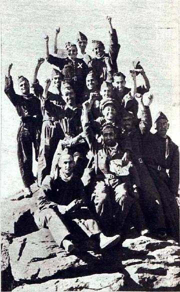 00_mujersoldado_manuja-sanchez-camacho-entre-un-grupo-de-artilleros_somosierra_agosto1936