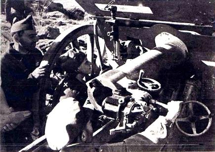 00_mujersoldado_manuja-sanchez-camacho-entre-un-grupo-de-artilleros_somosierra_agosto1936_