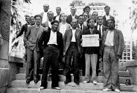 0_miembros-de-la-fai-alicante-con-domingo-germinal-1935