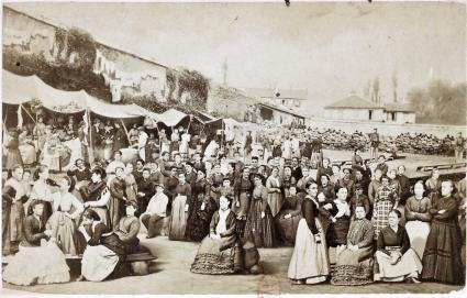 Communardes en prisión de Chantiers Versalles 1871_Recueil Figures et scènes de la Commune de Paris 1871-1873