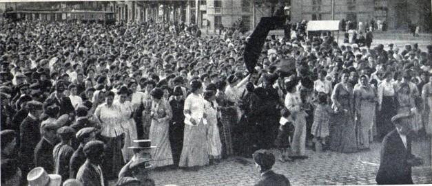 Manifestacion Mujeres contra la Guerra_Barcelona julio 1909_Arxiu Mas_Destino 30-09-1939