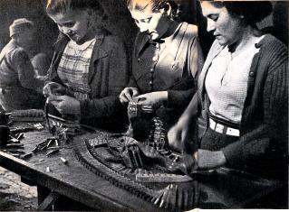 regards-sur-le-monde-du-travail-24-12-1936_5