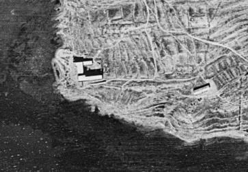 vista aerea Cabo Huertas_1956_derecha casa cuartelillo de la Guardia Civil_ a la izquierda Colegio Huérfanos Ferroviarios