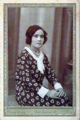 Fotografía de estudio de Josefa Soriano Beltrán_archivo de la familia Gómez Soriano