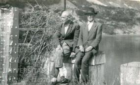 Joaquin Lozano y un amigo en el pantano de Elx