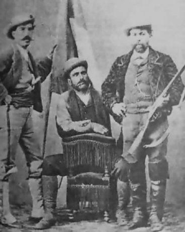 Antonio_Galvez-_Foto_del_Canton_con_la_bandera_republicana_000