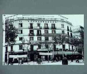00_edificio de Mujeres Libres y el ateneo de la agrupacion Los de ayer y los de hoy con carteles alusivos en el 2 aniversario de Durruti