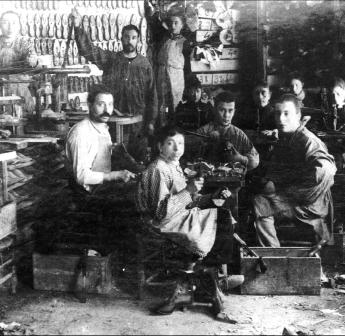 00_Taller sabateria d'Igualada de 1890_Foto Josep Sagristà_ACAN-AFMI
