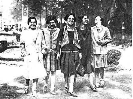 grupo costureras de Bilbo al salir del trabajo_estampa 1928