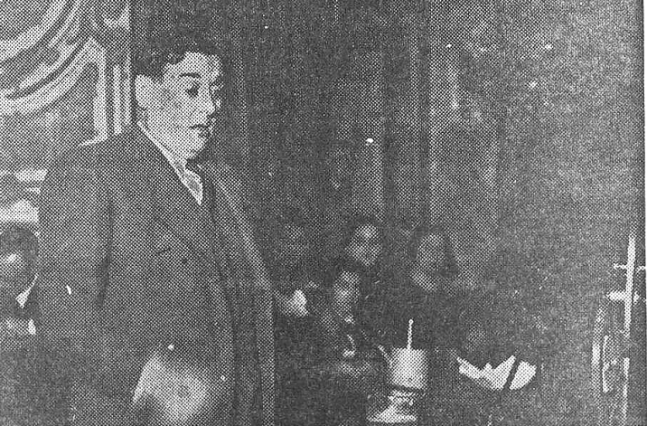 Momento del discurso de Gonzalo Peña_Homenaje FSVizcaya al CF_teatro Bilbao_mayo 1936