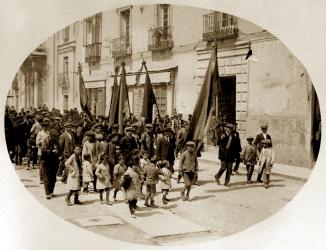 Familia socialista_Niños cabecera manifestación 1º de Mayo