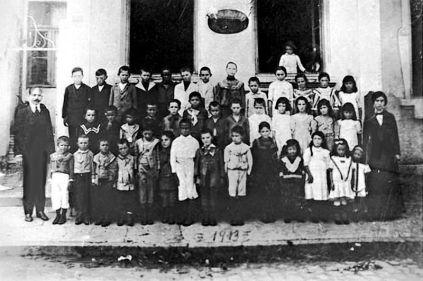 pedagogo anarquista brasileiro João Penteado e seus estudantes na Escola Moderna número 1