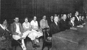 15_mitin anticlerical celebrado en el Palacio de Proyecciones_ Fco, Lily y Trinidad señalados con X_Mundo gráfico 23-09-1931