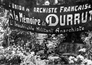 corones-i-pancarta-de-lunion-anarchiste-francaise-al-panteo