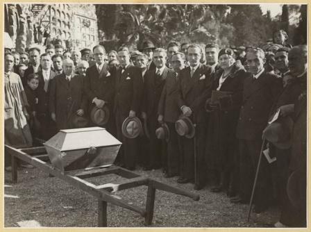 Traslado restos de Ferrer Guardia_nicho Cementerio Civil de Montjuich_AMB