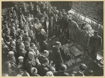 Traslado restos de Ferrer Guardia_nicho Cementerio Civil de Montjuich_AMB_11-1932