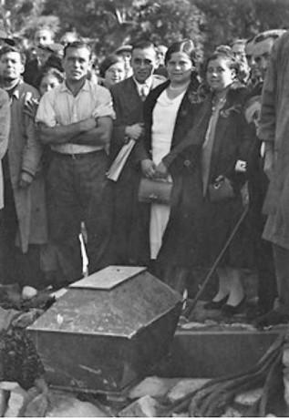 Traslado restos de Ferrer Guardia_nicho Cementerio Civil de Montjuich_AMB_13-11-1932_seccx