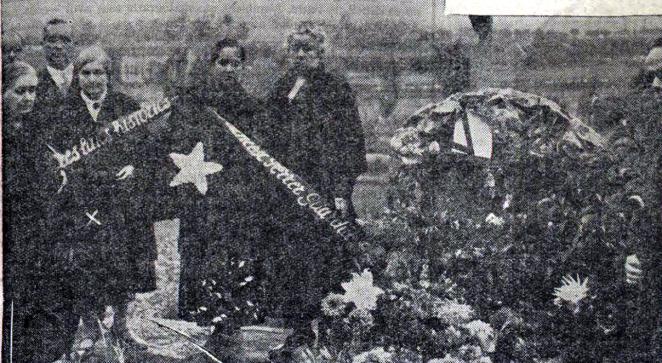 Trini Ferrer y Francesca Juana_Homenaje Montjuich Octubre 1936