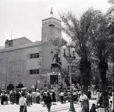 0_fogera-del-mercado-frente-al-cine-capitol-antiguo-salon-espana-anos-cincuenta_ama