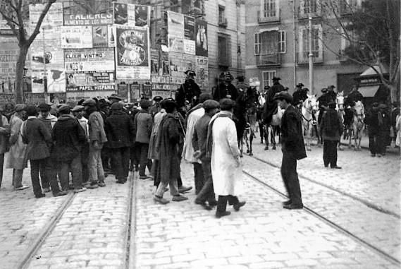 00_Plaza Ayuntamiento jornada de huelgas en 1914-Valencia