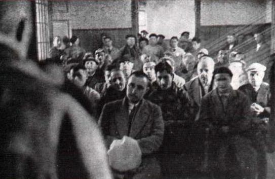 grupo de enfermos escuchando demente Andres_MI Revista 01-03-1937_
