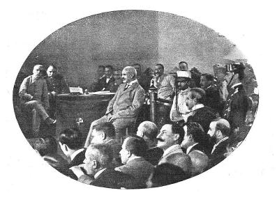 interior_consejo guerra_ferrer guardia_1909_escuchando la sentencia_carasycaretas 13-11-1909