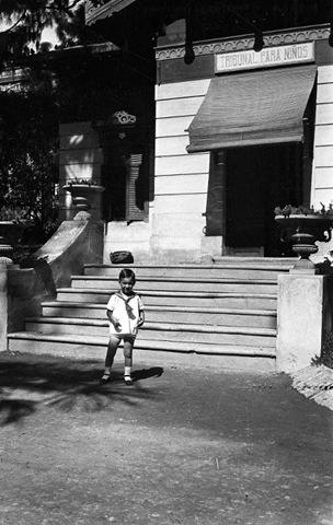 Entrada del Casilicio del Parterre, sede del Tribunal Tutelar desde 1932; mudándose en febrero de 1938 al n.º 5 de la calle Conde Trenor.