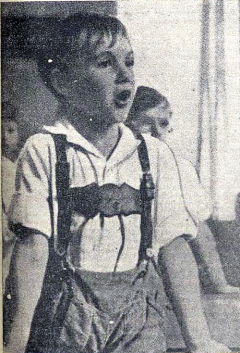 Clase de canto_niños refugiados en Valencia_fragua social 08-10-1936