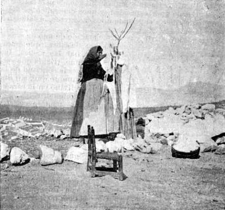 Trabajadora_ Pies del Castillo Villena 1900