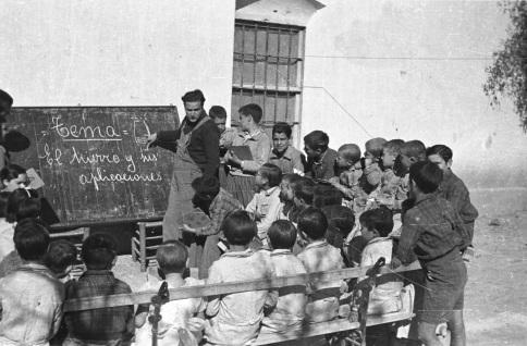 Clases al aire libre_Colonias escolares_alrededores Valencia 1937-38