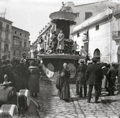 Plaza Pellicers_Falla 1925_calle Hospital al fondo