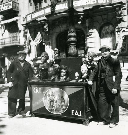 Puesto venta bustos anarquistas célebres rambla Barcelona_IISH