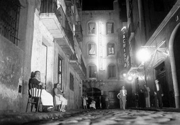 La Criolla_Casas i Galobardes. Años treinta_calle Peracamps y al fondo el rótulo luminoso de La Criolla