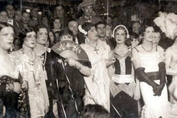 La Criolla_I Concurs de transvestits Miss Barrio Chino_ppios abril 1934_Flor de Otoño con abanico_Ballbé Col·lecció particular_01